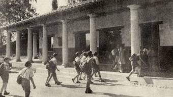 Eine Schulklasse besucht das damals neue Römerhaus in Augusta Raurica, im Jahr 1956.