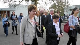 Schulleiterin Susanne Weinmann (vorne Mitte) begleitete Silvia Steiner (vorne links) zu den Unterrichtsbesuchen.