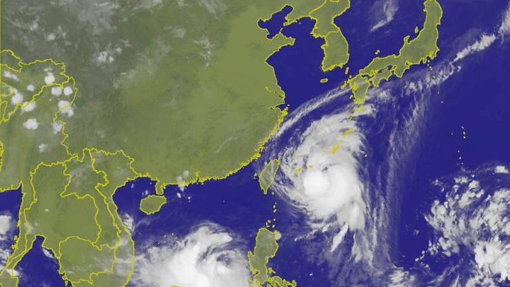 """Rund 90 Flüge und 224 Schiffsüberfahrten gestrichen: Taifun """"Talim"""" nimmt Kurs auf Südjapan."""