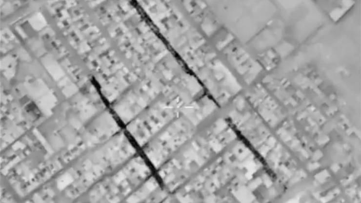 Russische Luftaufnahmen von Aleppo sollen Zivilisten in den Strassen zeigen: Die syrische Armee hat ein grosses Quartier im Südosten der umkämpften Stadt zurückerobert.