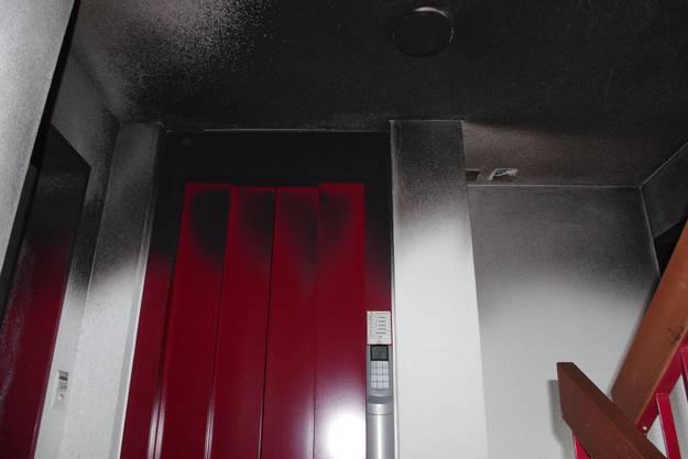 Grosser Rauchschaden durch den Brand im Treppenhaus