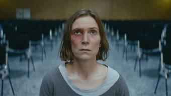 Der Alltag von Ruth (Judith Hofmann) gerät zusehends aus den Fugen. In einer Freikirche sucht sie nach Halt. TIFF/8horses