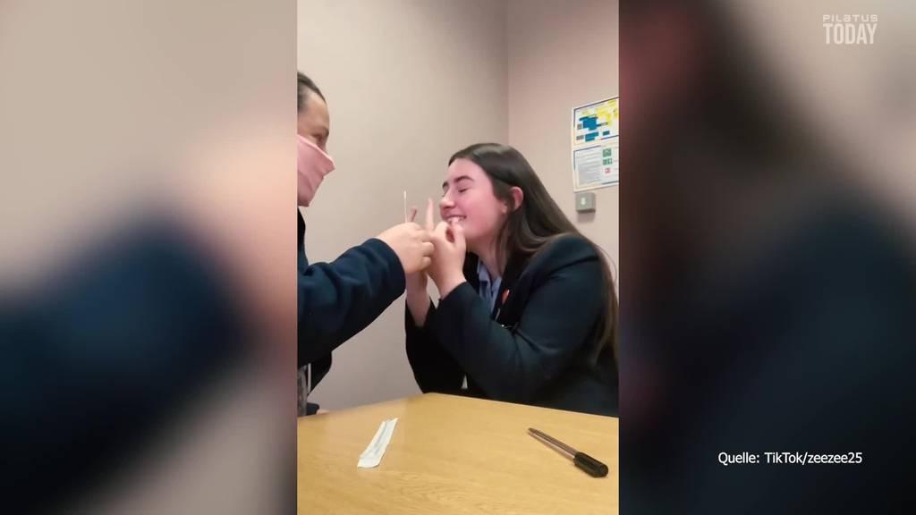 15-Jährige zeigt humorvoll wie es sich mit Tourette lebt