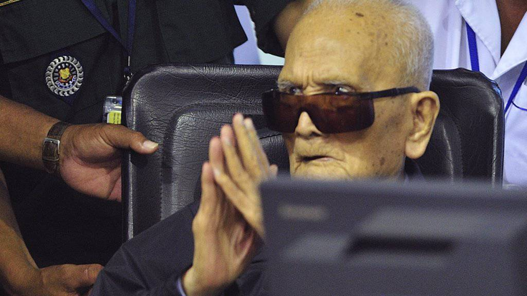 Hart, bullig, uneinsichtig: Der am Sonntag 93-jährig gestorbene Nuon Chea vor dem Sondertribunal in Phnom Penh. (Archivbild)