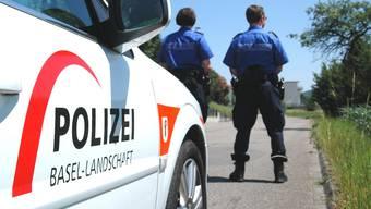 Die Polizei Basel-Landschaft sperrt das Gelände grossräumig ab. (Symbolbild)
