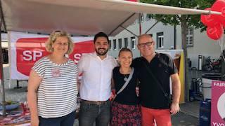 Yvonne Feri und Cédric Wermuth flankiert von der Wettinger SP-Spitze Pia Müller und Christian Oberholzer