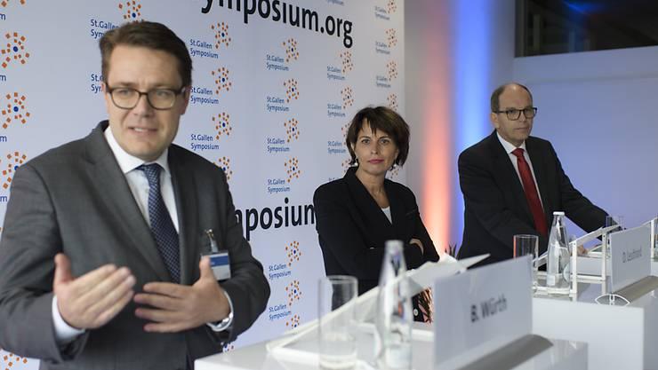 Der St. Galler CVP-Regierungsrat Benedikt Würth (vorne) will nicht der Nachfolger von Bundesrätin Doris Leuthard werden. (Archivbild)