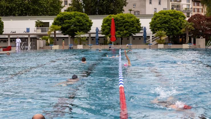 Das Schwimmerbecken bleibt weiterhin in zwei gleichgrosse Flächen aufgeteilt.