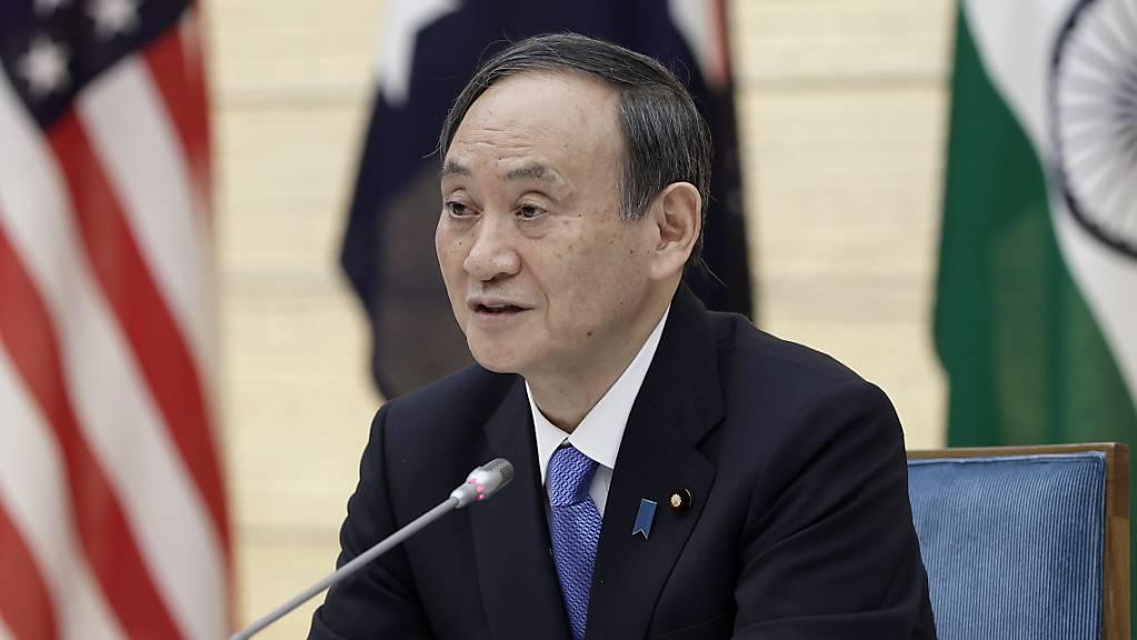 Yoshihide Suga, Premierminister von Japan, nimmt an einer Videokonferenz der Quad-Regierungschefs teil.