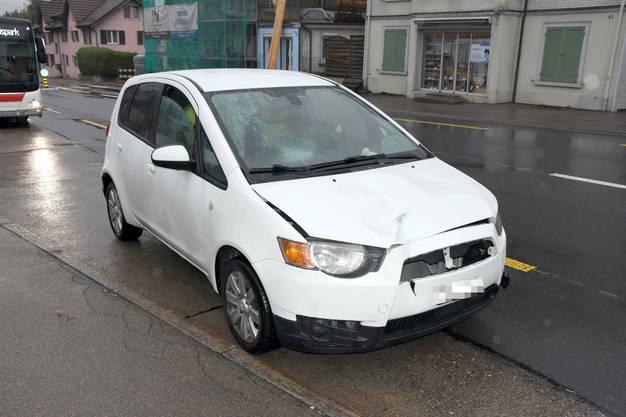 Wittenbach SG, 26. September: Ein 17-jähriger Fussgänger ist von einem Auto angefahren und schwer verletzt worden. Die Kantonspolizei St.Gallen sucht Zeugen.