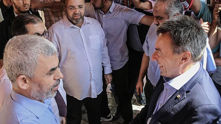 IKRK-Präsident Peter Maurer (rechts) beim Treffen mit dem Hamas-Chef im Gazastreifen, Jahia Sinwar (links).