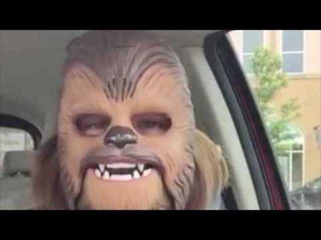 Zum Schreien: Candace Payne mit Chewbacca-Maske.