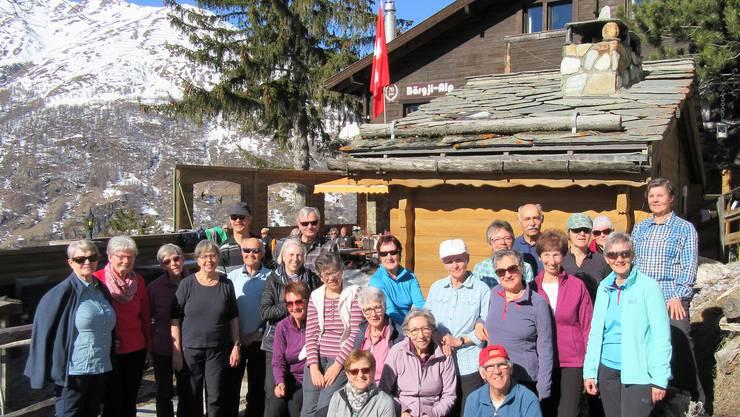 Gruppenfoto vor dem Bärgji-Alp