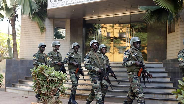 Malische Soldaten auf Patrouille in der Hauptstadt Bamako. (Archivbild)