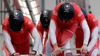 Neben das Podest gesprungen: Rico Peter und seine Anschieber Thomas Amrhein, Simon Friedli und Michael Kuonen mussten letztlich mit der «Ledermedaille» vorliebnehmen.