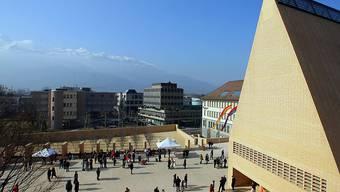 Das Liechtensteiner Parlamentsgebäude mit dem markanten Giebeldach: Der Einfluss der zwei grossen Volksparteien ist geringer geworden.
