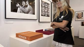 Busenwunder macht auf Kunst: Pamela Anderson an der Art Basel