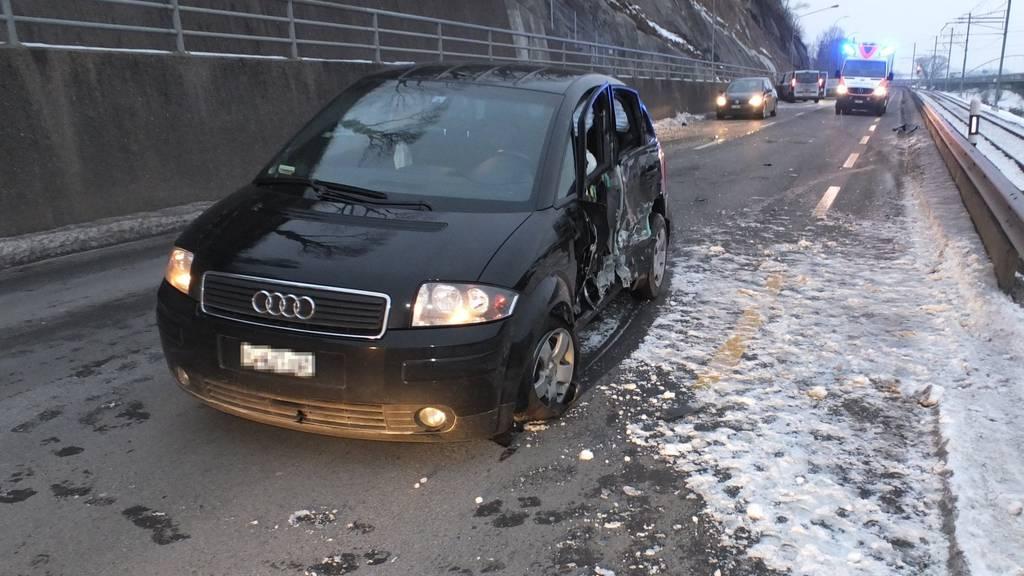 Die Lenkerin des Autos und ihr Sohn wurden mit leichten Verletzungen ins Spital gebracht.
