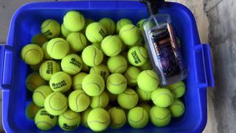 Eine Flasche Desinfektionsmittel und die Tennisbälle bleiben im Korb: Das ATP-Turnier in Washington findet nicht statt.