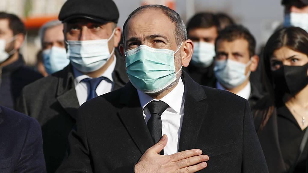Massenproteste gegen Regierungschef Paschinjan