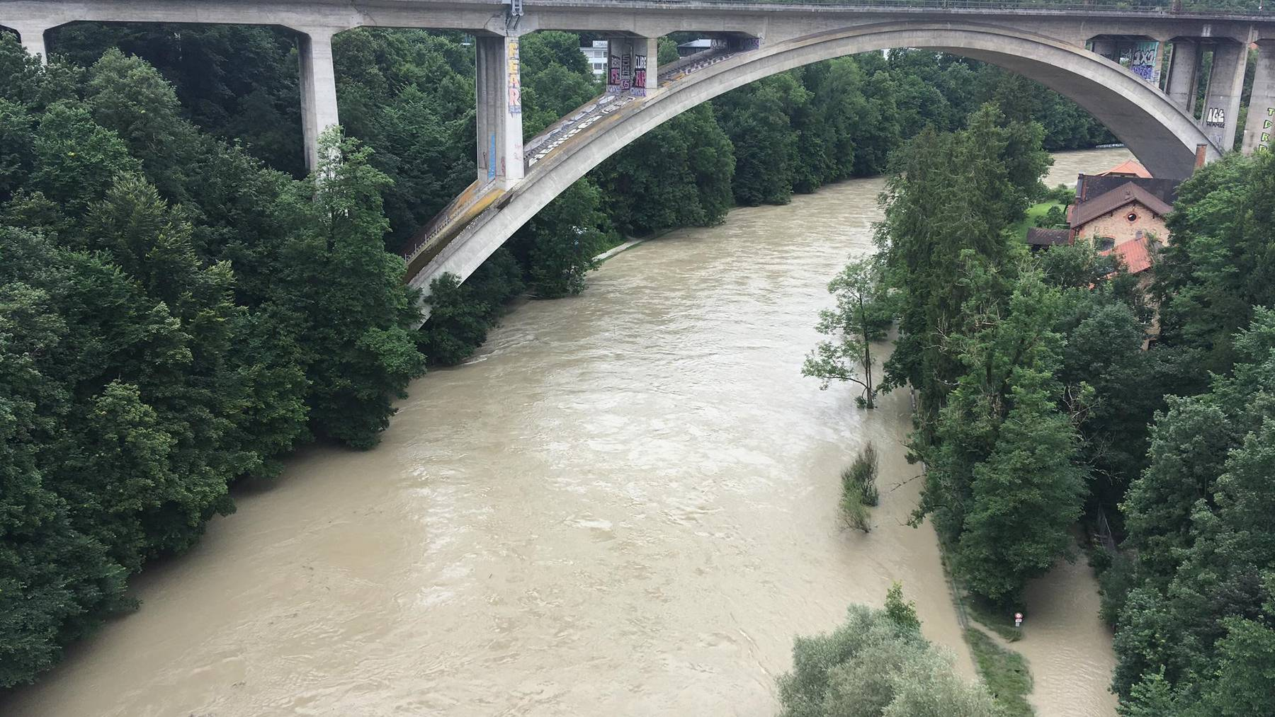Hochwasser Aare Lorrainebrücke