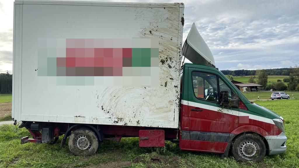 Fahrerin baut Unfall, weil sie einem anderen Lieferwagen ausweichen muss