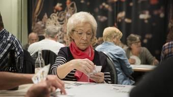 Nicht alle Senioren lassen sich im Alltag vom Corona-Virus abhalten.