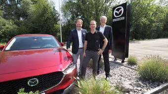 Mischa Faes (M.), Geschäftsführer/Inhaber VRA, mit Jerome de Haan und Matthias Walker von Mazda.