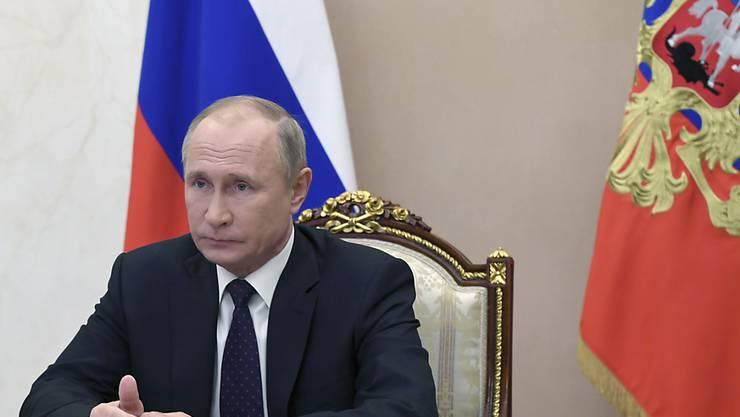 Der russische Präsident Wladimir Putin will die Impfquote gegen das Coronavirus mit Massenimpfungen schneller erhöhen. Foto: Aleksey Nikolskyi/Pool Sputnik Kremlin/AP/dpa