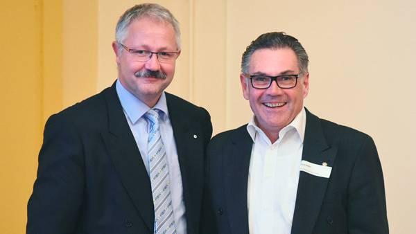 Der scheidende Präsident und Ehrenpräsident Roger-René Müller (links) gemeinsam mit seinem Nachfolger Jürg A. Seiler.