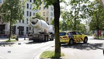 Nach dem Verlassen des Kreisels kollidierte der Lastwagen mit der Velofahrerin.