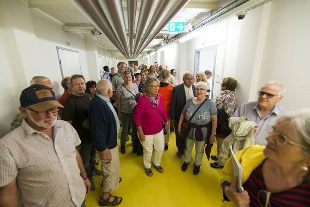 Zahlreiche Menschen nutzten den Tag der offenen Tür, um das Zentrum von innen zu sehen.