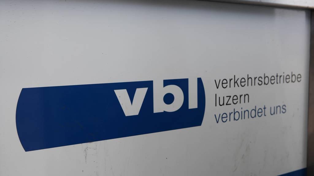 vbl-Chauffeur steht vor dem Kantonsgericht