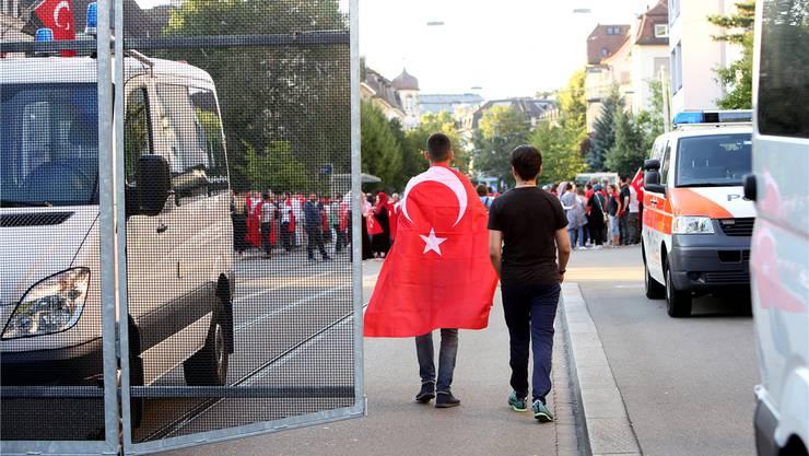 Pro-Erdogan-Aktivisten demonstrieren in Zürich nach dem niedergeschlagenen Putsch in der Türkei vergangenen Juli.Siggi Bucher/Key