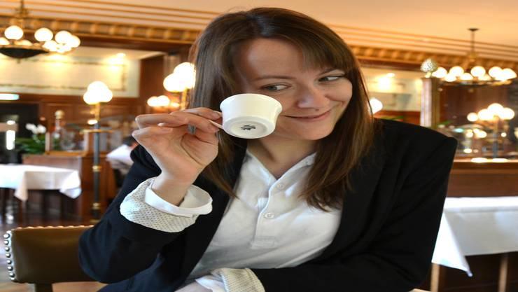 Und was sagt wohl der Kaffeesatz zur zukünftigen Karriere der jungen Kabarettistin?