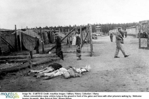 Das KZ Bergen-Belsen Bis zur Befreiung des Lagers am 15. April 1945 starben mindestens 52 000 Häftlinge aufgrund der Haftbedingungen.