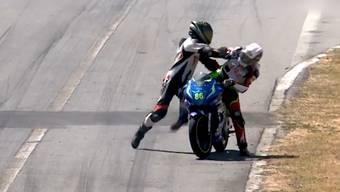 Bei der nationalen Motorrad-Meisterschaft in Costa Rica kam es zu Handgreiflichkeiten mit Folgen.