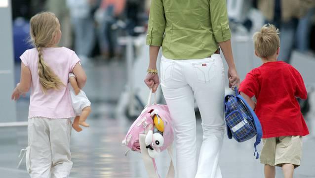 Es soll vermieden werden, dass Kinder über längere Zeiträume Spielbälle von Konflikten werden. (Symbolbild)