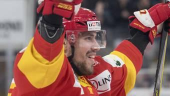Marco Pedretti vom EHC Biel jubelt beim Sieg gegen Meister SC Bern