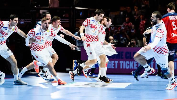 Kroatien feiert den Final-Einzug nach einem spektakulären Sieg gegen TItelfavorit Norwegen.