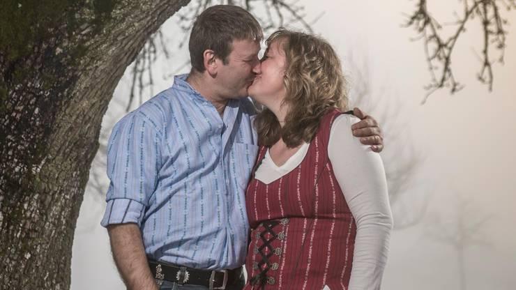 Da liegt Liebe in der Luft zwischen Erich Häfliger und seiner Christina Suter.