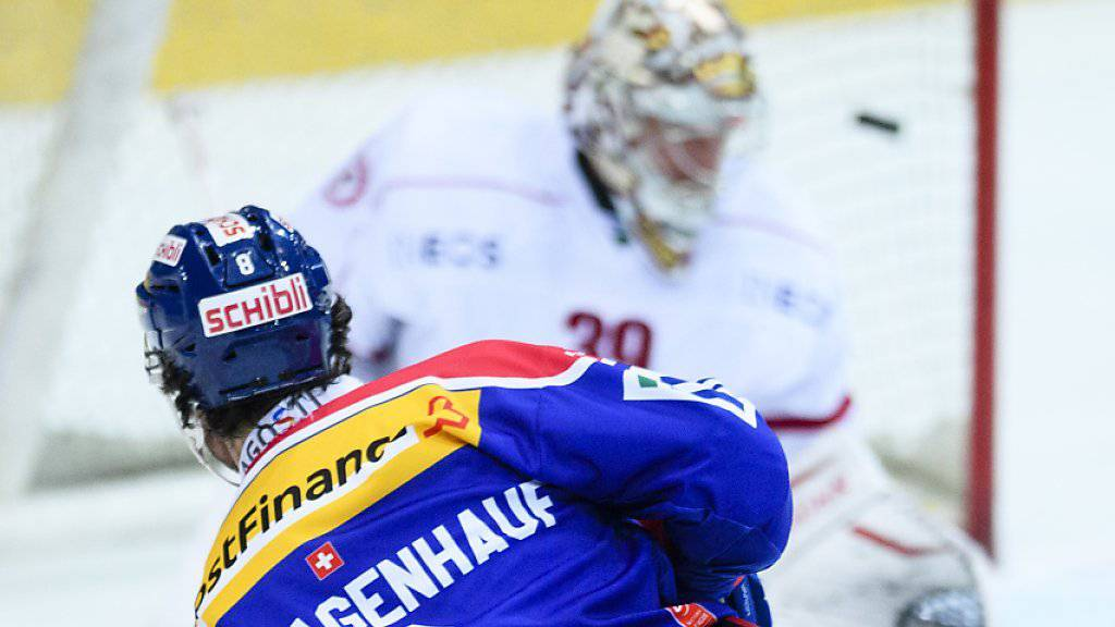 Roman Schlagenhauf bezwingt Lausanne-Keeper Cristobal Huet zum 1:1
