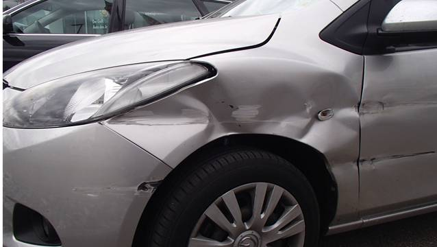 Der Mazda nach der Kollision mit der Leitplanke auf der A3. ZVG