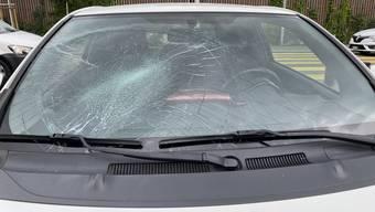 Eine Fussgängerin wurde von einer Autofahrerin angefahren und verletzt.