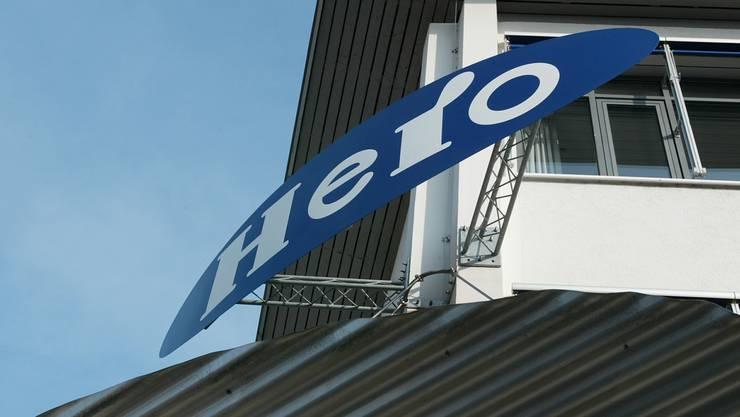 Das Firmenschild der Hero fotografiert am 21. März 2005 am damaligen Hauptsitz in der Nähe des Bahnhofs.
