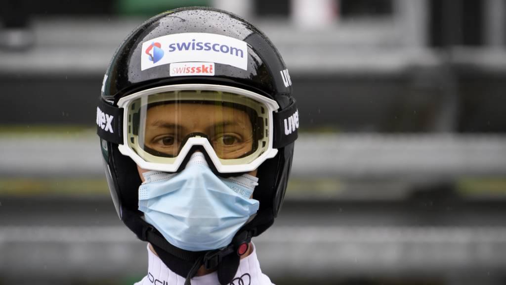 Der Schweizer Skispringer Gregor Deschwanden mit  Schutzmaske.