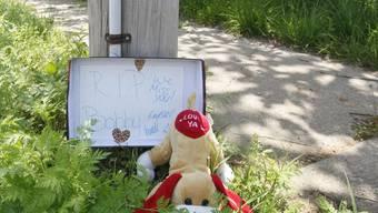 Eine improvisierte Gedenkstätte am Unglücksort in Tulsa (Archiv)