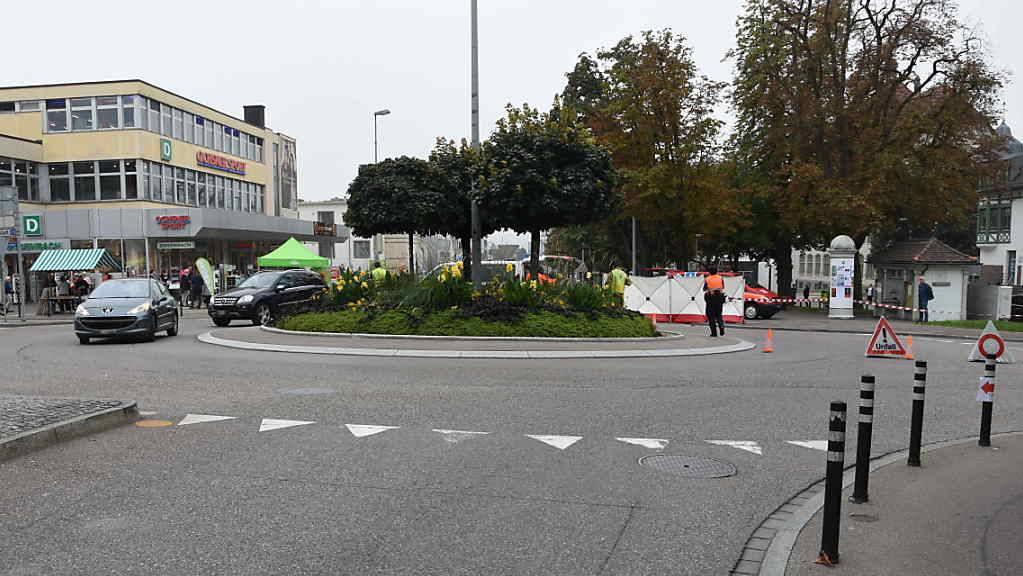 Die Unfallstelle beim Schwanenkreisel in Wil. Der 75-jährige Velofahrer, der dort vor einer Woche gestürzt war, ist im Spital gestorben.