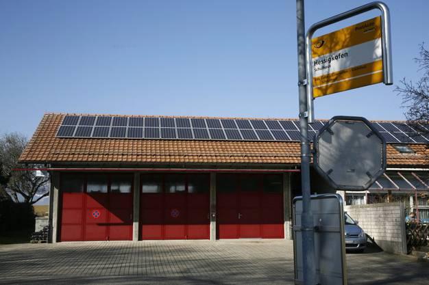 Auf dem Dach des Feuerwehrmagazins produziert die Gemeinde selber Solarstrom