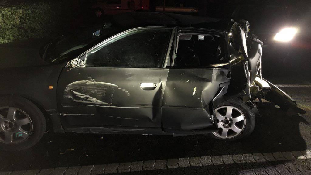 Betrunkener Autofahrer fährt in Schaufensterscheibe
